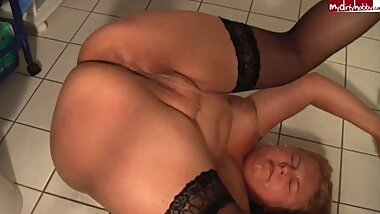 Desperate pissing bbw pussy